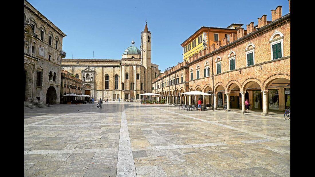 Die Piazza del Popolo in Ascoli Piceno