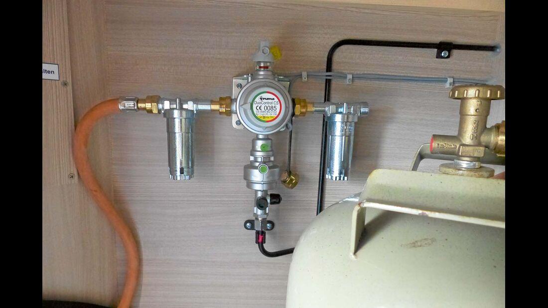 Die Schlauchleitung mit dem Filter verbinden.