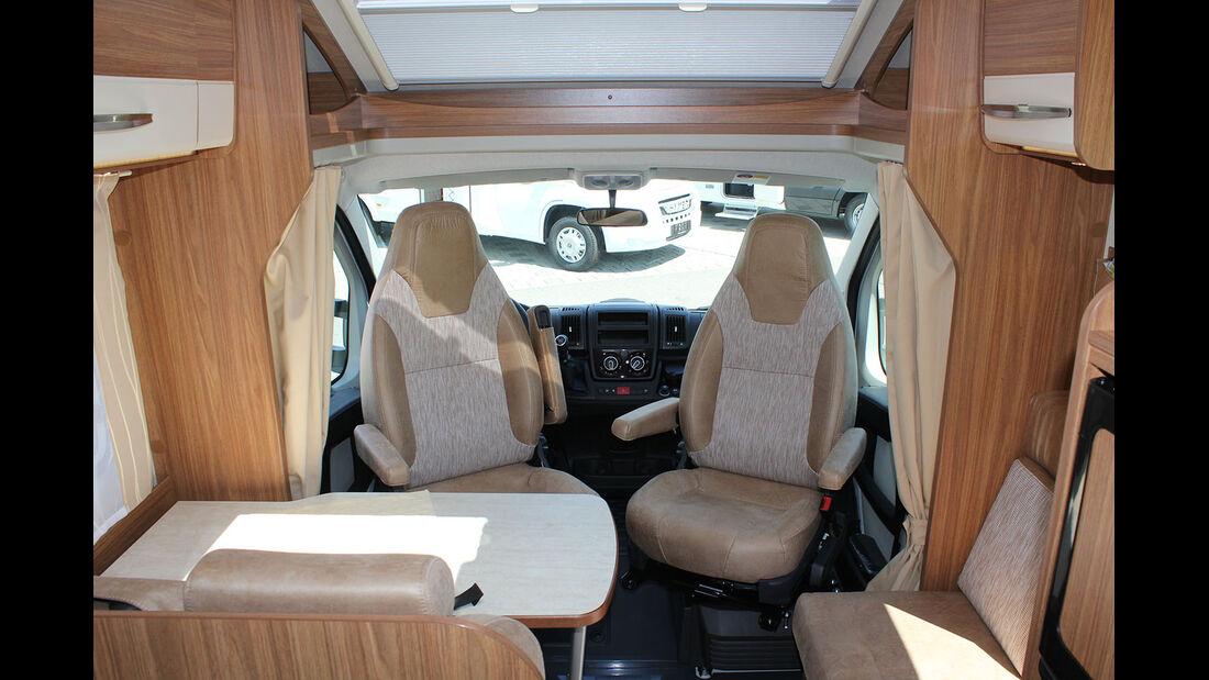Die Sitzgruppe des Carado T 339 bietet fünf Personen Platz.