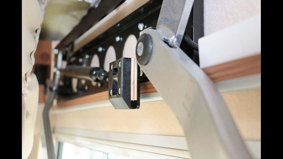 Die Werkstatt beruhigt das Hubbett mit einem Stück Sperrholz. Warum nicht gleich so?