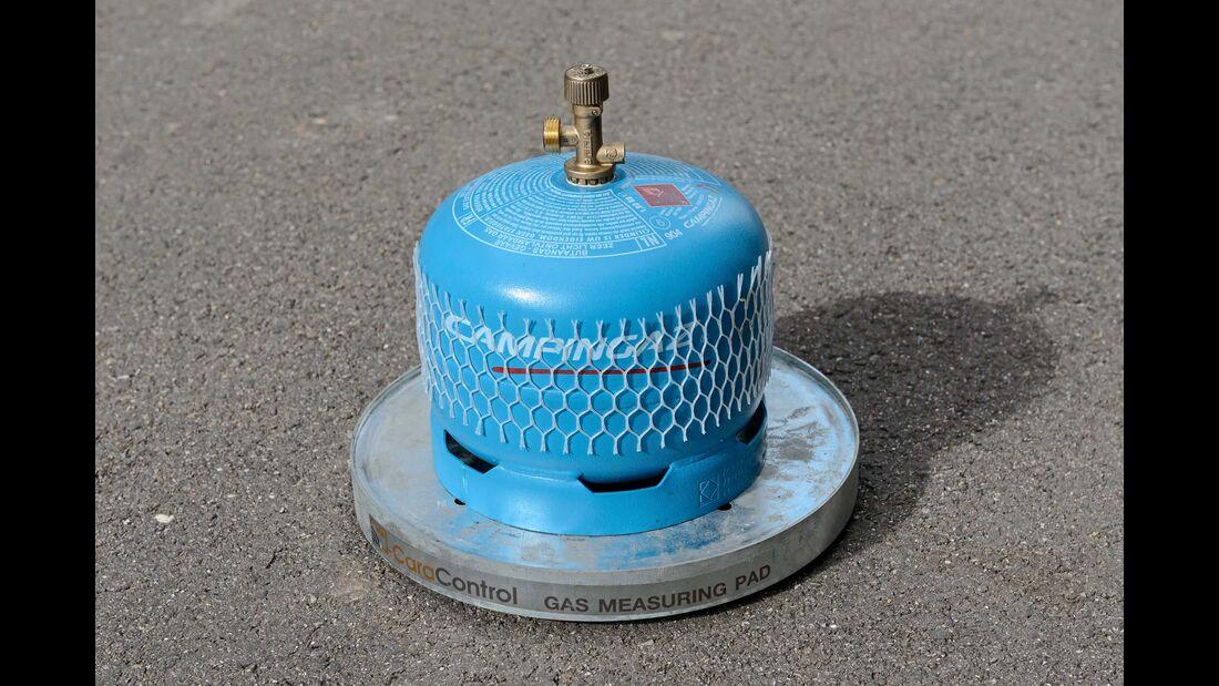 Die batteriebetriebenen Wiegeplatten funktionieren auch außerhalb des Gaskastens.
