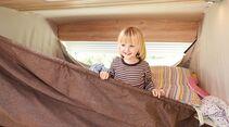 Die beiden Kinder teilen sich das Hochbett.
