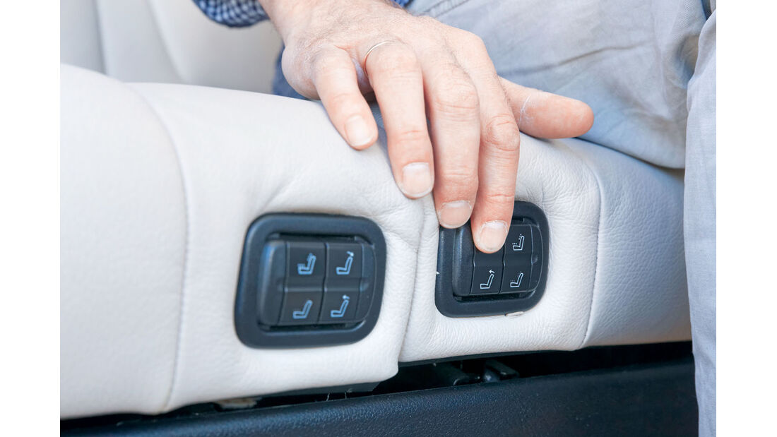 Die elektrische Lehnenverstellung und Sitzkonturierung ist Serie beim Mercedes