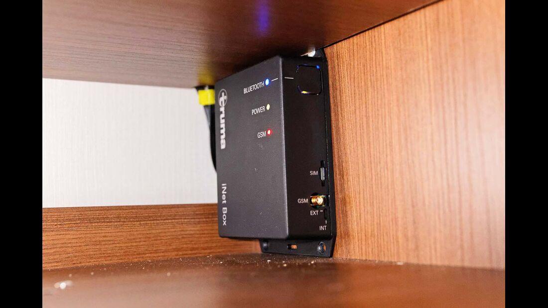 Die iNet-Box verbindet Bordtechnik und Handy.