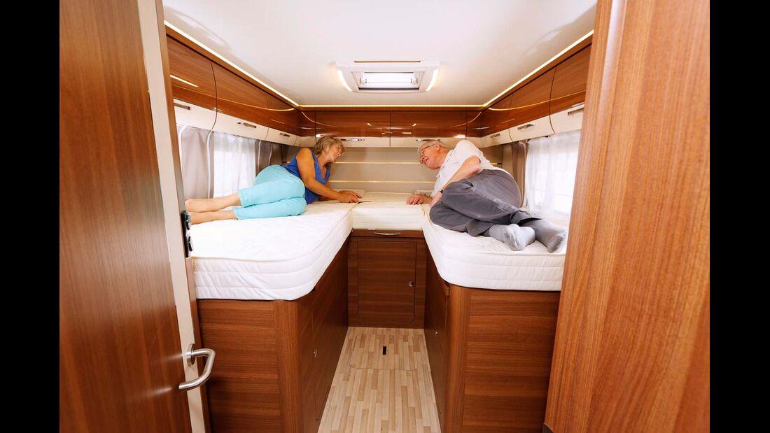 Die langen Einzelbetten werden dank Auszug und Zusatzpolster schnell zum Doppelbett.