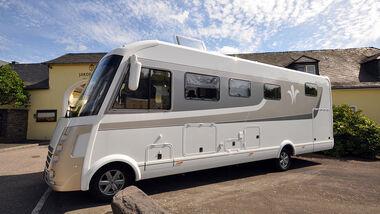 Die limitierte Auflage von 50 Fahrzeugen mit 30.000 Euro Kunden-Preisvorteil bietet unter anderem Luftfederung.