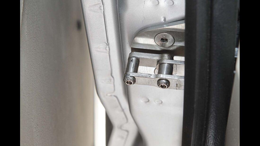 Die optimierte Zuzieh-Mechanik schließt die Schiebetür nahezu lautlos und jetzt auch richtig schnell.