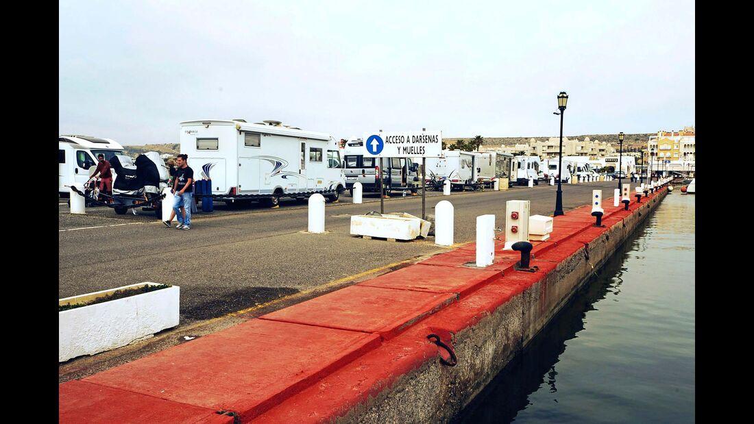 Direkt an der Mole: Der Sportboothafen ist sehr beliebt.