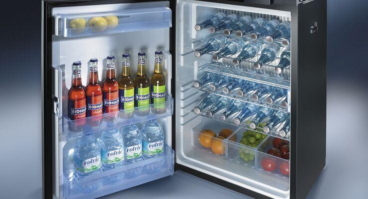 Dometic hat die im Jahr 2006 eingeführte 8er Kühlschrank-Serie auch mit gerader Tür im Angebot