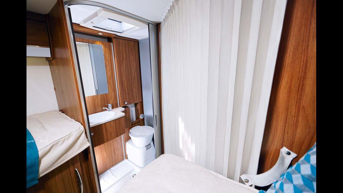 Durch die Abtrennung zum Wohnraum entsteht fast ein Raumbad.