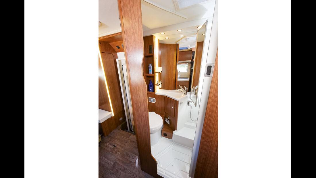 Duscharmatur hinter klappbarem Spiegel im Profila T 695 EB Mondial