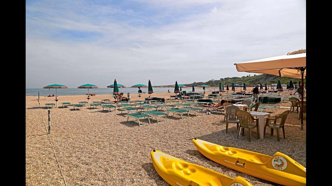Ebenfalls an der Riviera del Conero, lockt dieser kleine Ort Urlauber an.