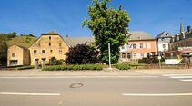 Ehnen: Das Moseldorf und sein sehenswertes Weinmuseum (rechts) lohnen einen Besuch.