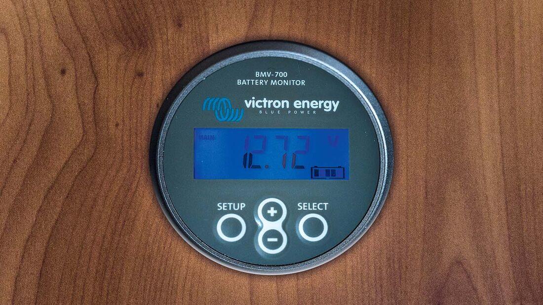 Ein Batteriecomputer gibt Auskunft über Ladung, Leistung und Verbrauch.