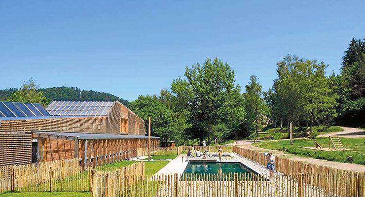 Ein Campingplatz im Wald: Camping du Mettey.