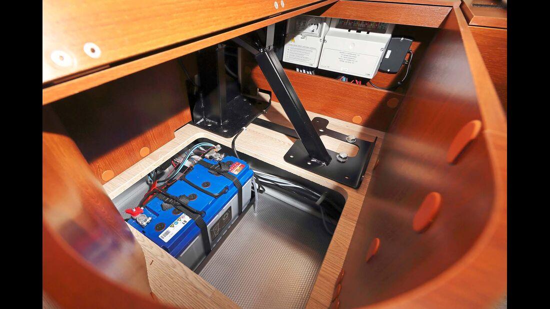 Ein bis zwei Bordbatterien mit einfacher Blei-Säure-Technik im Kellerfach beim Rapido Distinction