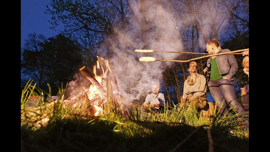 Ein solcher Kochabend am Lagerfeuer ist ein tolles Erlebnis für Puristen und Genießer.