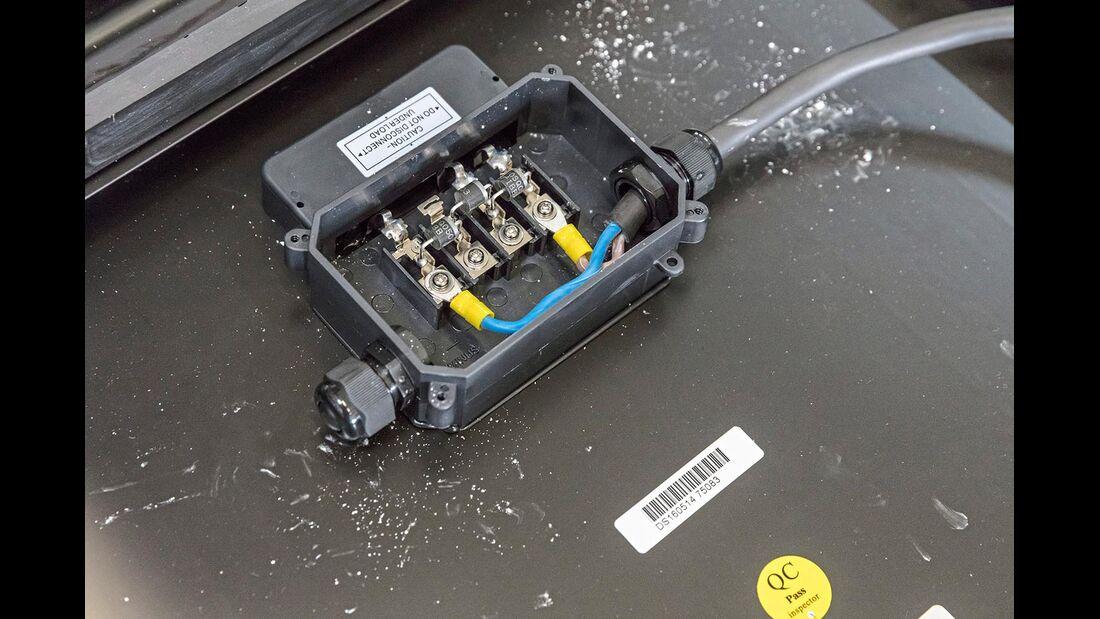 Eine Besonderheit der Büttner-Solarmodule ist die geräumige und wasserdichte Anschlussbox.