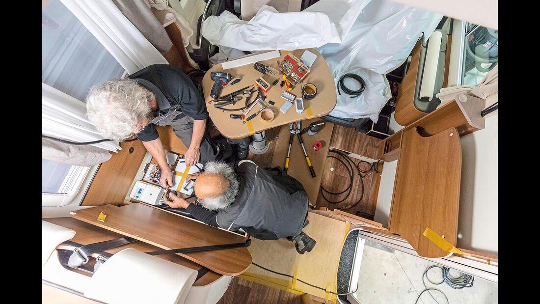 Eine Solaranlage und ein professionelles Ladesystem für die Bordbatterie kann in einer Werkstatt einfach nachgerüstet werden.
