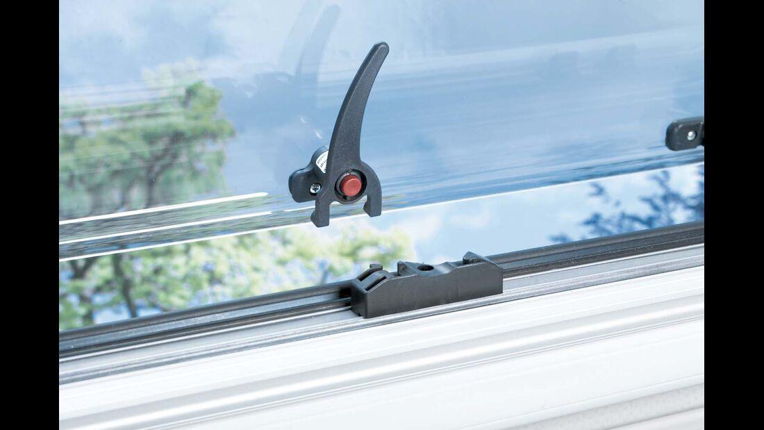 Einhand-Riegel mit Sicherung bei Reisemobilfenster