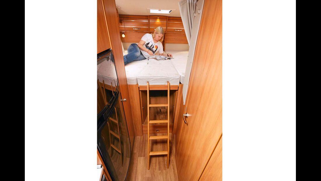 Einzelbetten mit Zusatzpolster, Leiter und Herausfallschutz als Erweiterung im Hymer Exsis-t