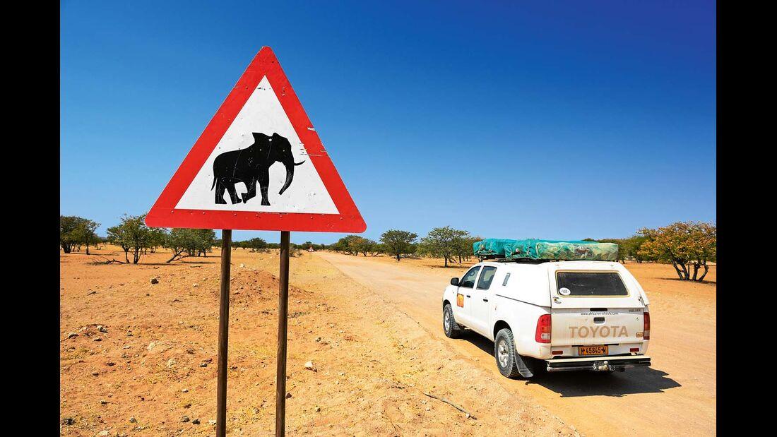 Elefanten-Verkehrsschild in der Etosha-Pfanne