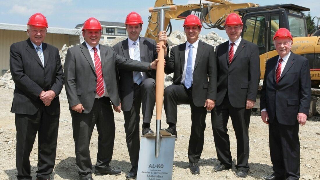 Erster Spatenstich für die Alko-Neubaumaßnahmen am Stammhaus in Kötz im Landkreis Günzburg ist ausgeführt worden