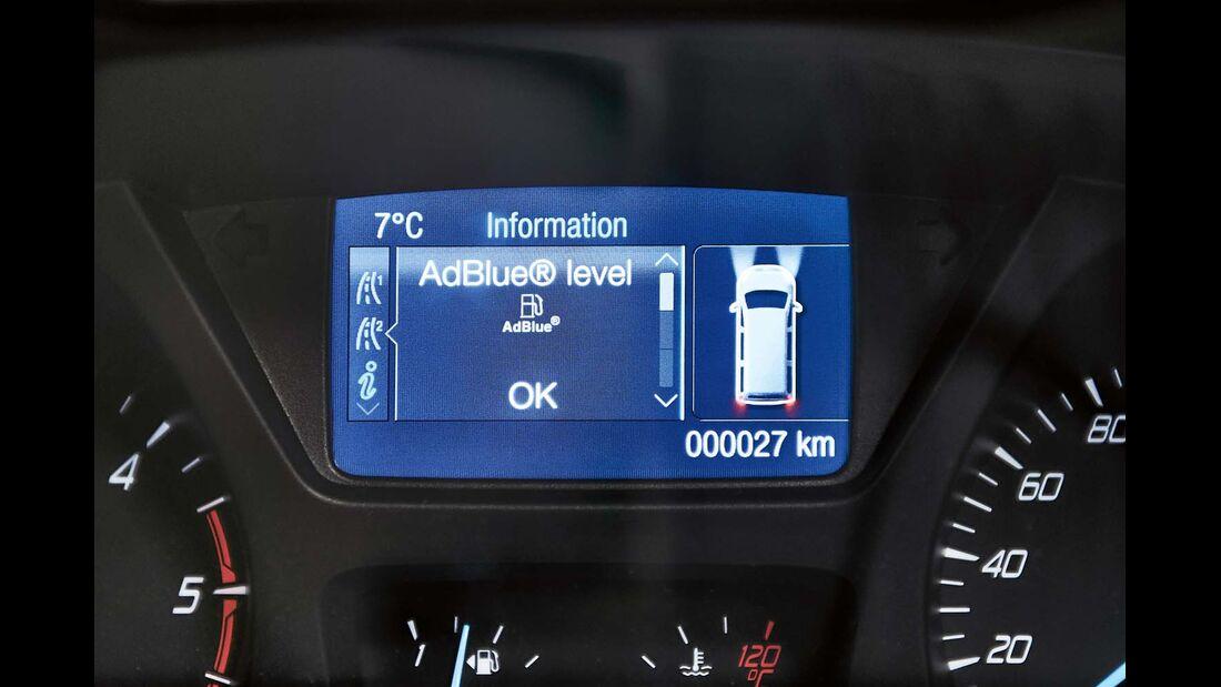 Etwa alle 10 000 km wird der Fahrer den Adblue-Tank nachfüllen müssen.