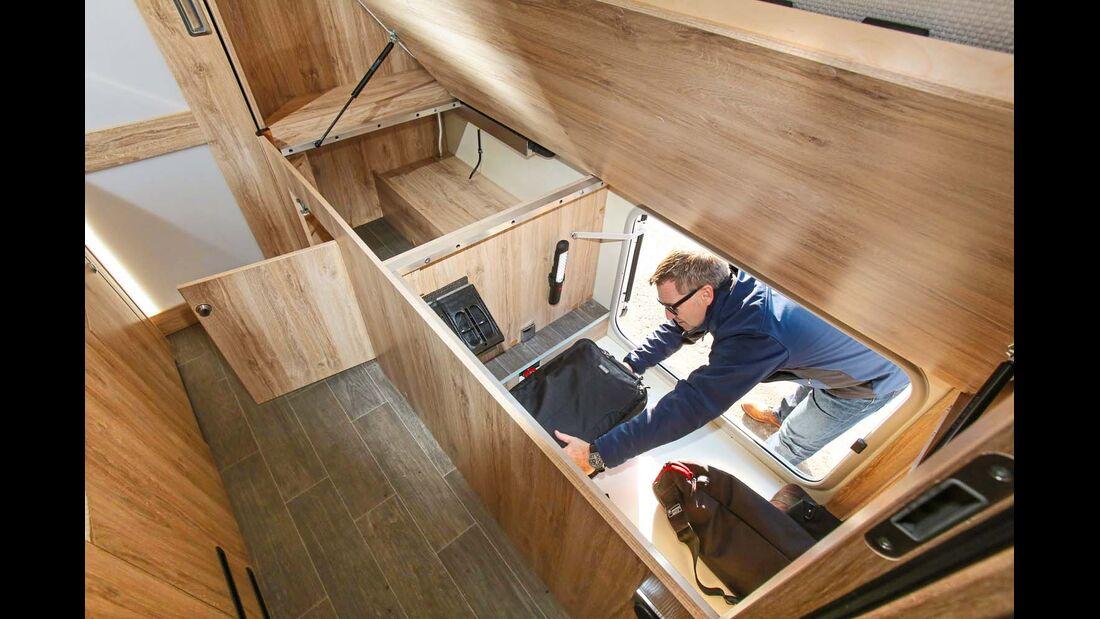 Eura Mobil Integra Line 730 EB mit zwei großen Bettkästen, Bett klappt dämpferunterstützt hoch