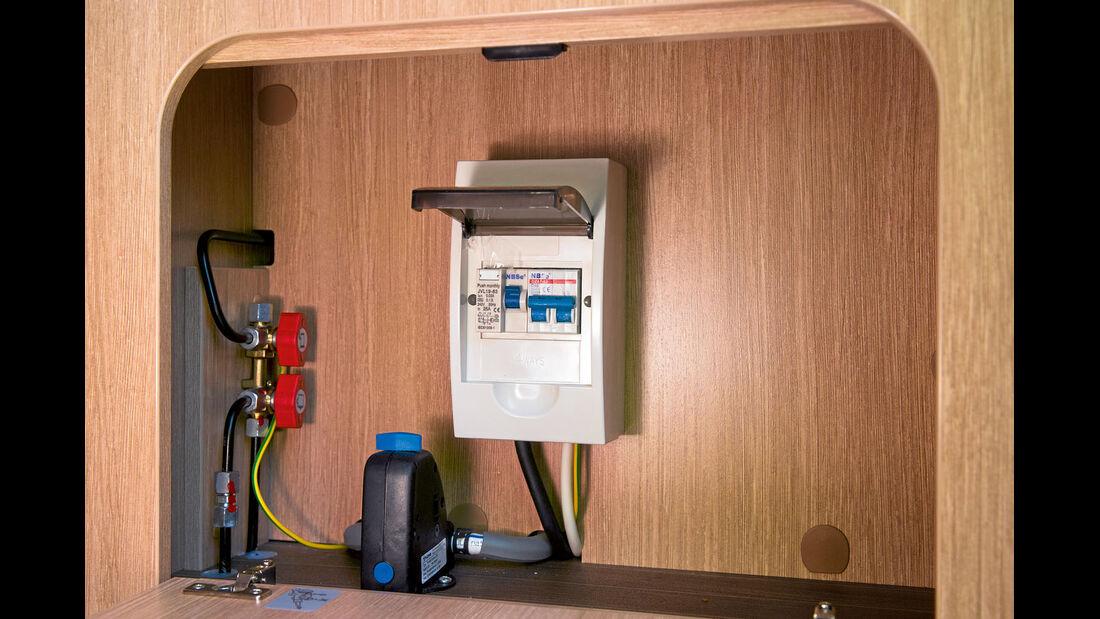 Fach mit Gashähnen und Sicherungen leicht zugänglich beim Roadcar 600