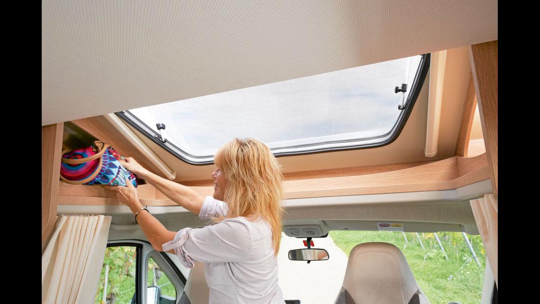 Fahrerhaus-Haube beim Sunlight T 65