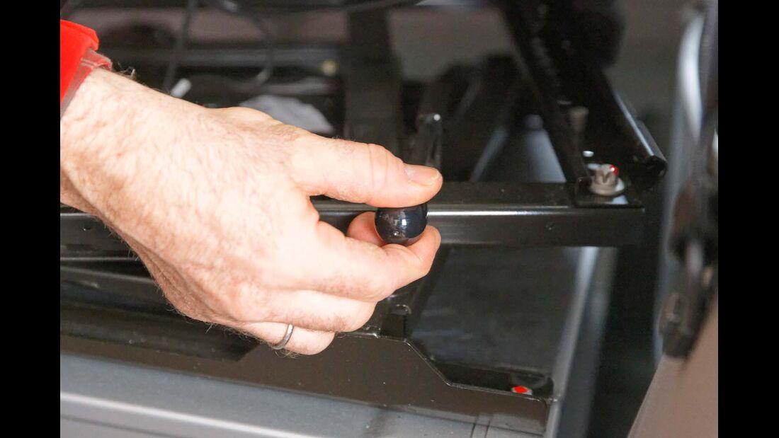 Fahrerhausenge und Position der Entriegelung hinderlich beim Sitzdrehen im Sprinter