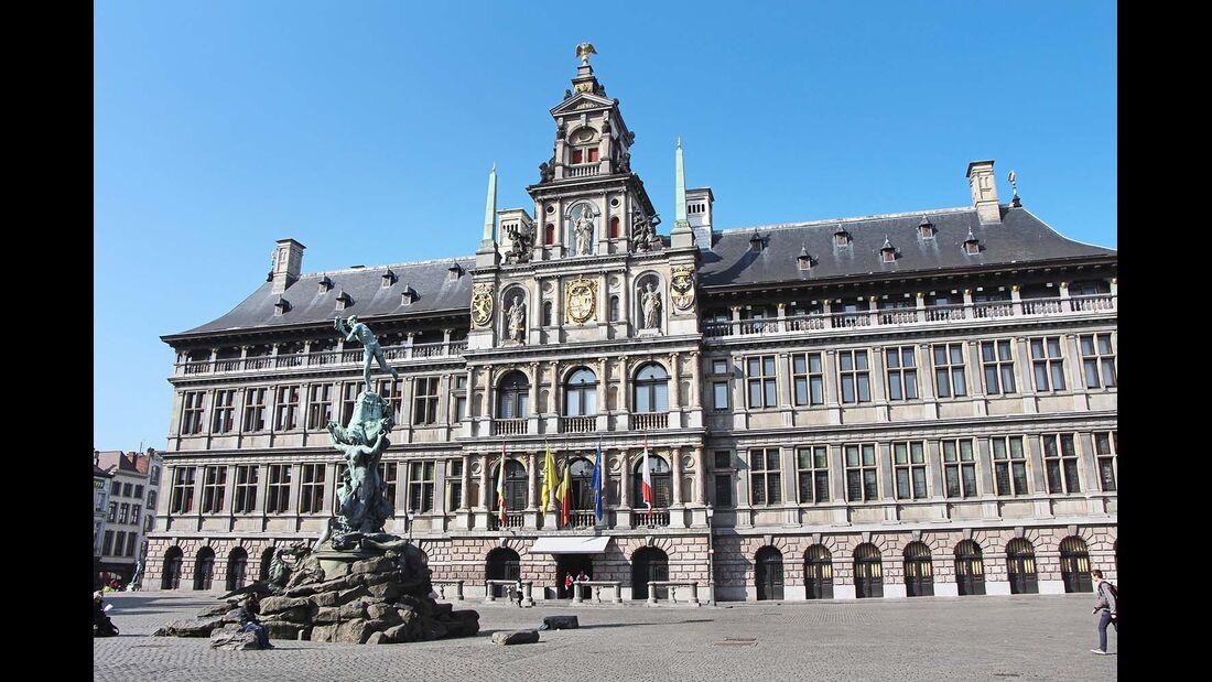 Flanderns größte und nach Brüssel Belgiens zweitgrößte Stadt mit rund einer halben Million Einwohnern