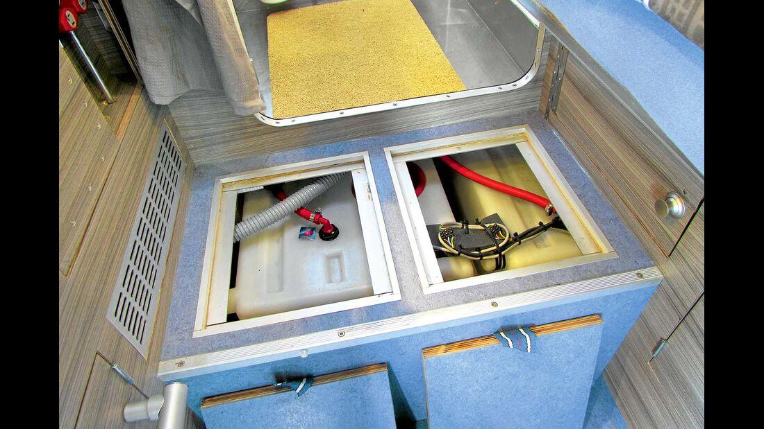 Frisch- und Abwasser lagern in 75-Liter-Tanks.