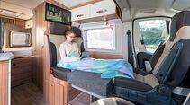 Für gelegentlich mitreisende Kinder reicht das knapp 1,50 Meter lange Zusatzbett aus.