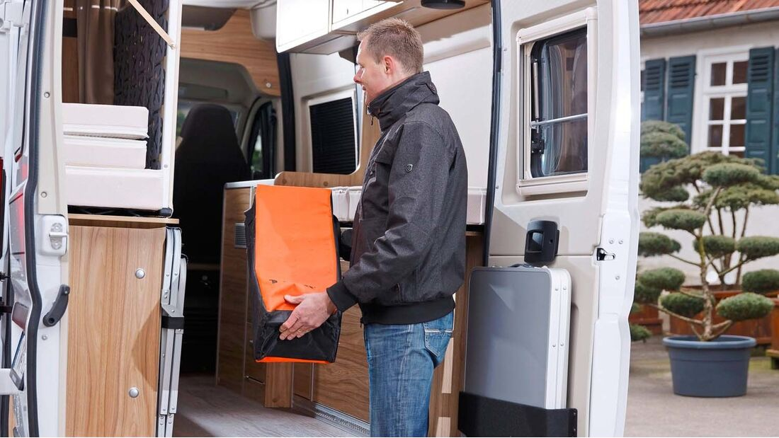 Für größeres Transportgut machen Matratze und Bettrost schnell und einfach Platz.