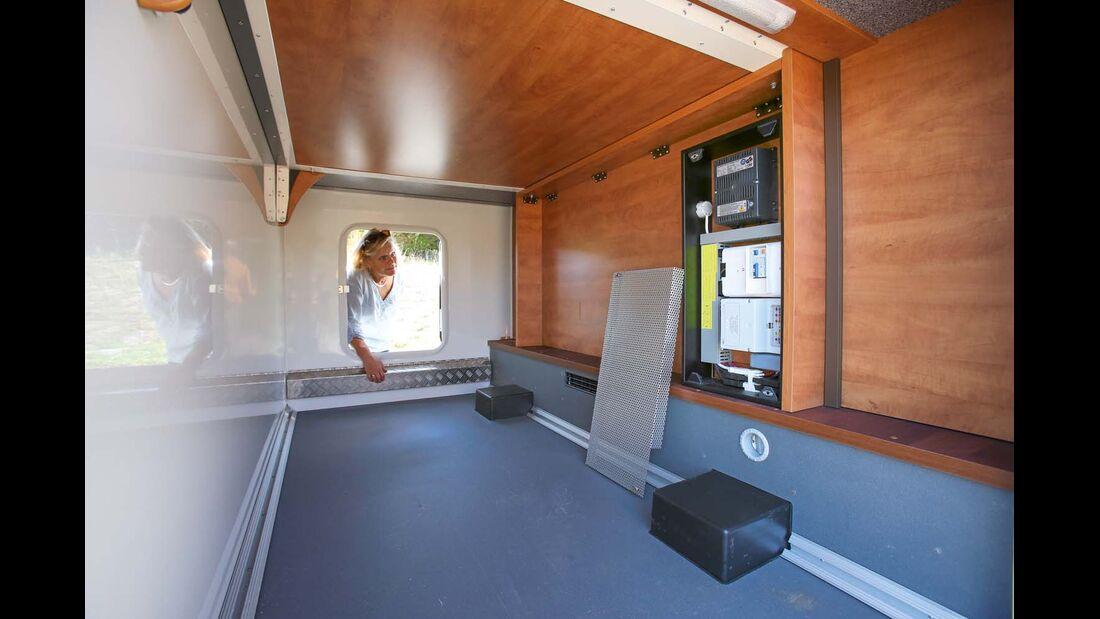 Garage mit Elektrozentrale beim Carthago C-Tourer Sport I 144