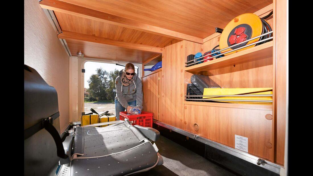 Garage mit reichlich Platz und guter Ausstattung, aber knapper Höhe für Trekkingräder beim Hymer Exsis-t
