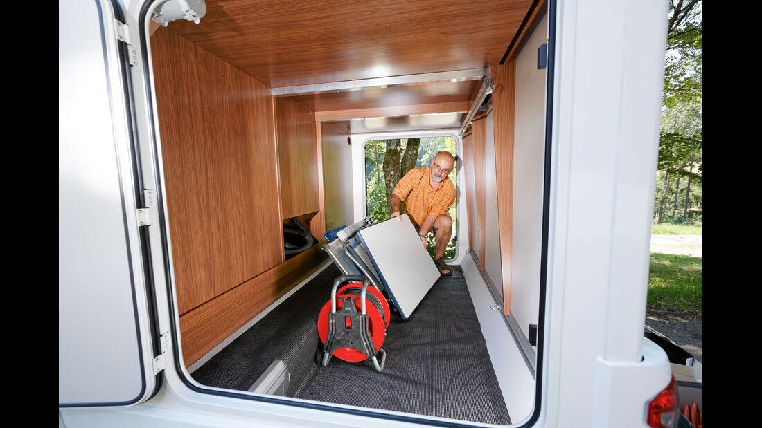 Garage ohne Beleuchtung im Profila T 695 EB Mondial
