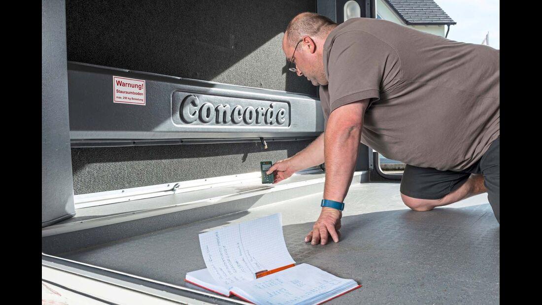 Garage wird per Laser vermessen
