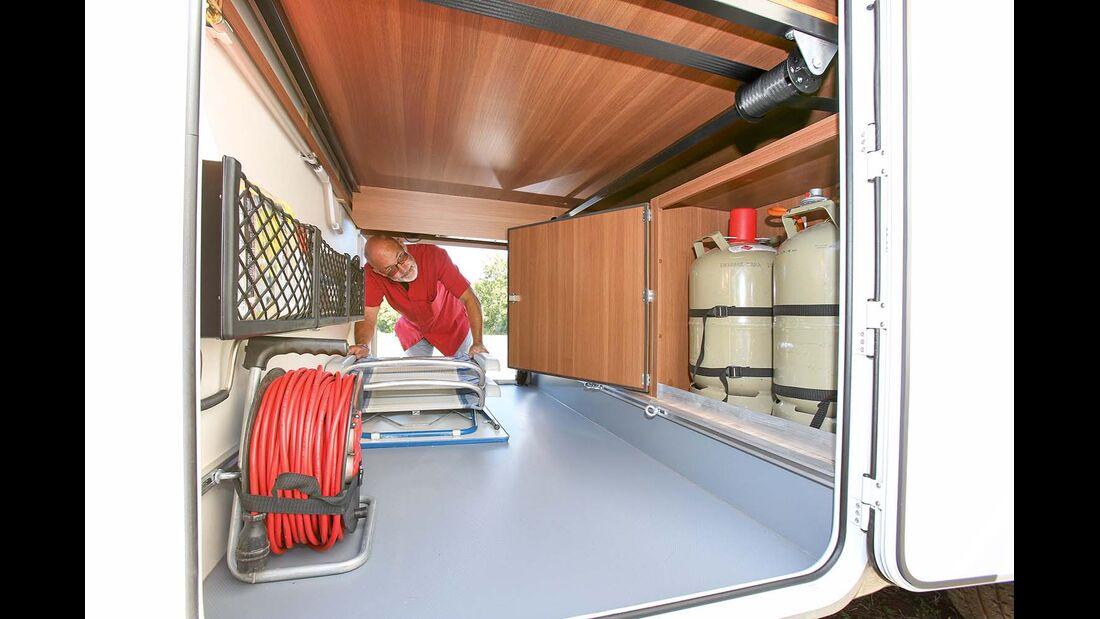 Garagenhöhe lässt sich durch elektrische Bettverstellung anpassen beim LMC Breezer V 636 G
