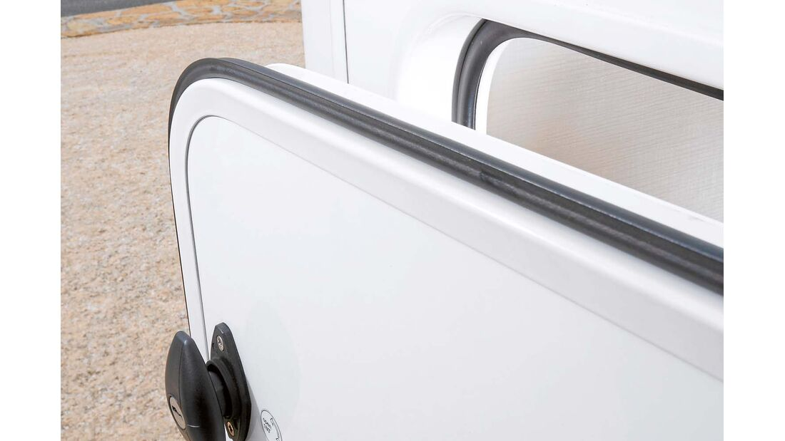 Garagentüren mit Doppeldichtungen beim Hymer Exsis-t