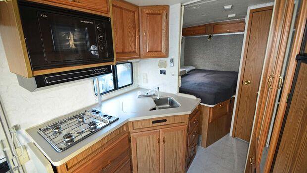 Gebrauchtcheck Us-Mobile Winnebago Brave Küche