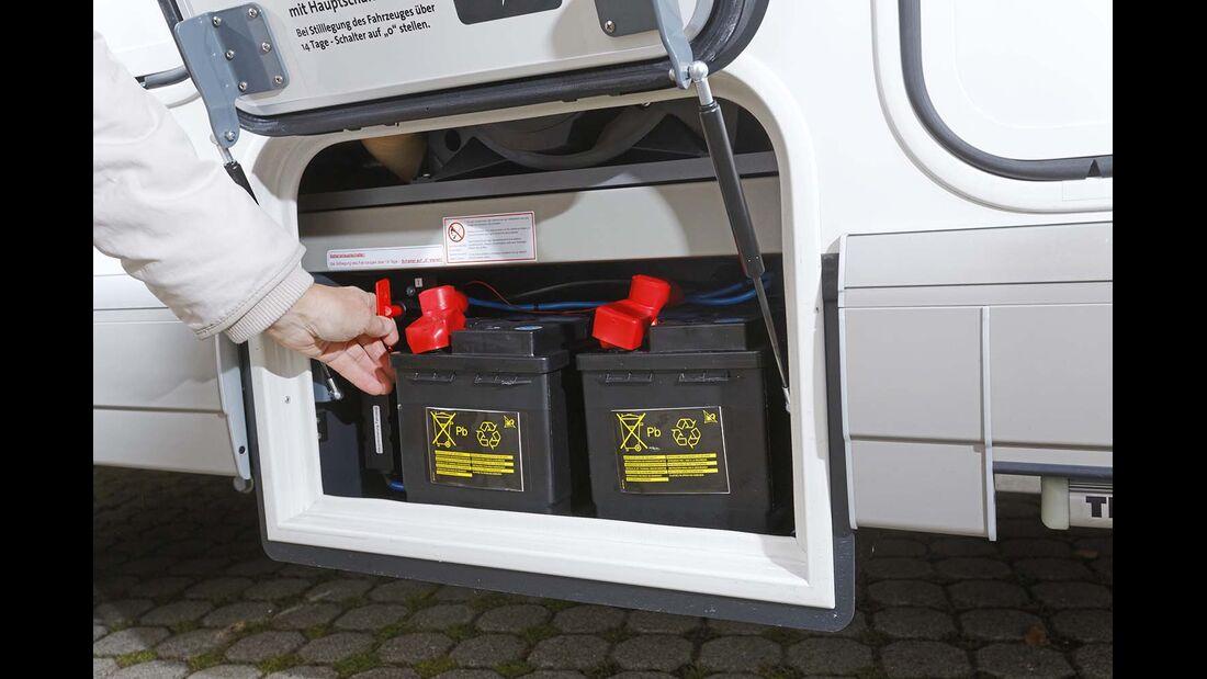 Gel-Batterien in einem Extrafach beim Carthago Chic C-Line