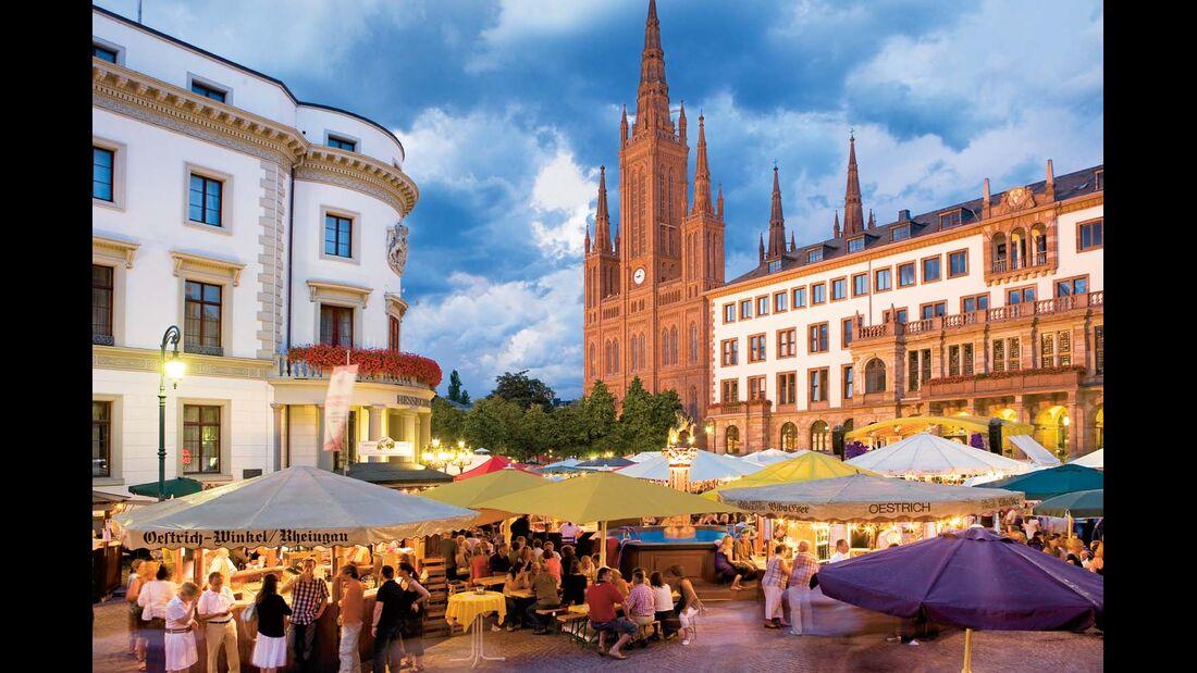 Gemessen an der Zahl der Weinstände gilt die Rheingauer Weinwoche als das größte Weinfest der Welt.