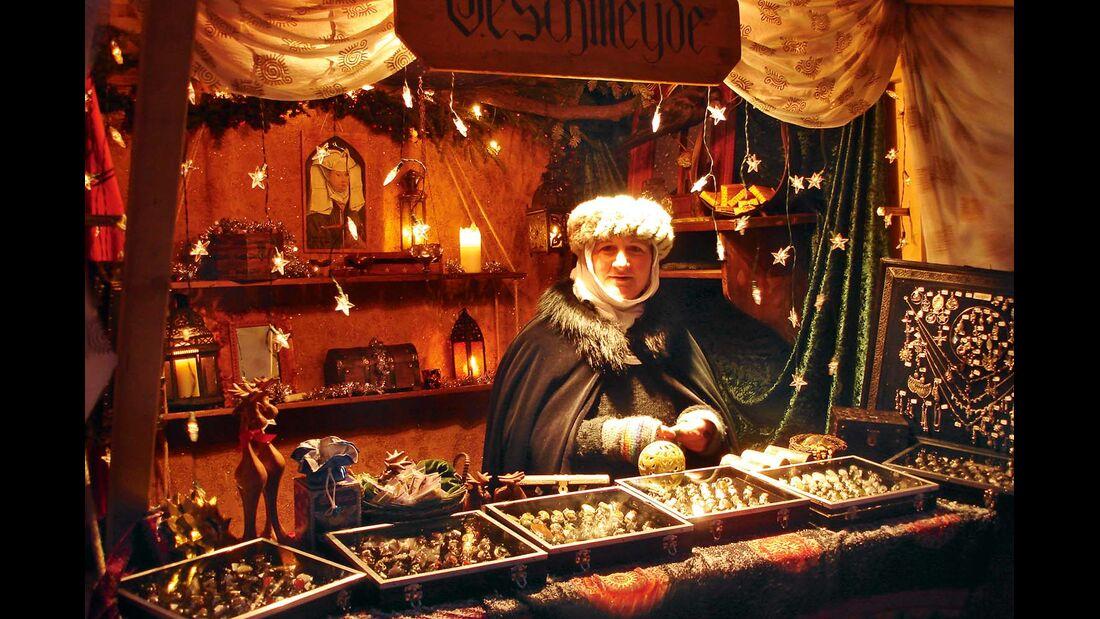 Gemütlich auf dem Wweihnachtsmarkt in Leuchtenburg einkaufen.