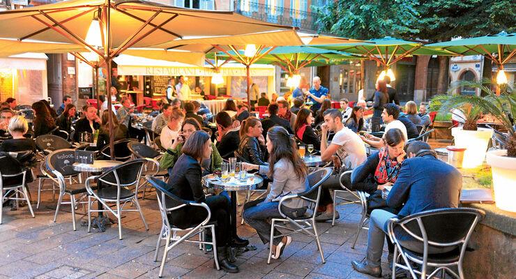 Gemuetliche Restaurants verfuehren zum Bleiben.