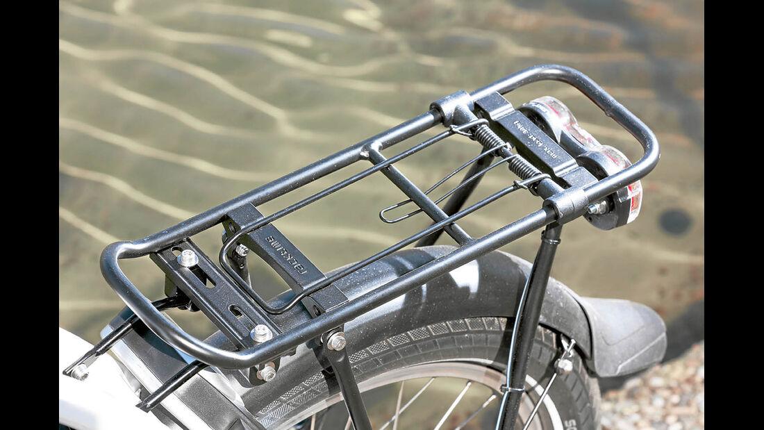 Gepäckträger kann durch Racktime-Adapter mit Taschen und Körben diverser Hersteller bestückt werden beim Hymer