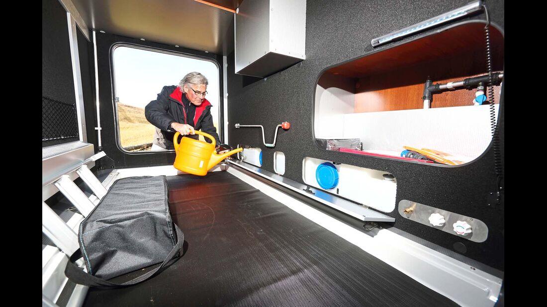 Geräumige Heckgarage mit gutem Zugang zum Wassertank im Doppelboden beim Rapido Distinction