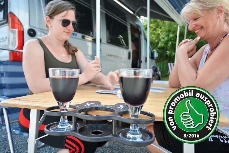 Getränkehalter Tischboy an Campingtischseite